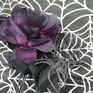 Holiday - Halloween floral picks w/ skulls & spiders 4 count